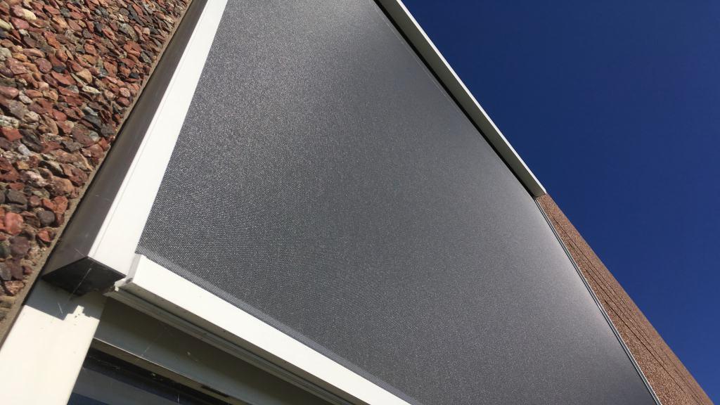 Udvendig solafskærmning med Renson Fixscreen 150