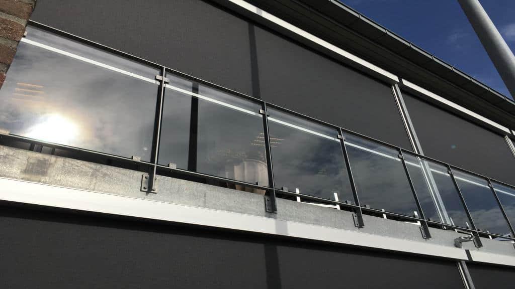 Udvendig solafskærmning altan Renson Fixscreen 150