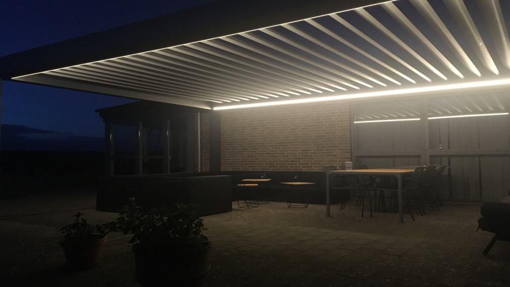 Terrasseoverdækning i aluminium Renson Camargue