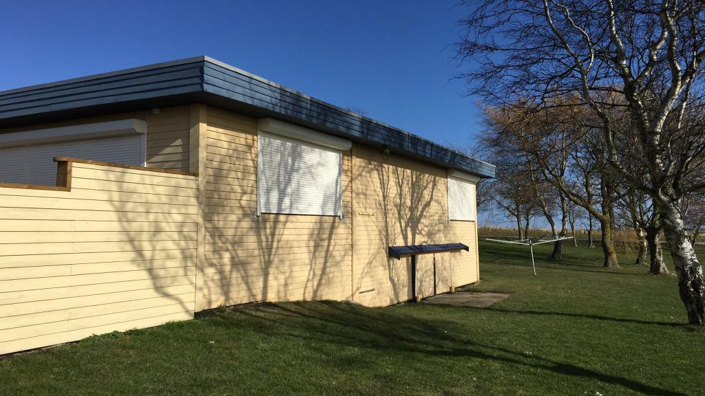 Rulleskodder som solafskærmning til sommerhus