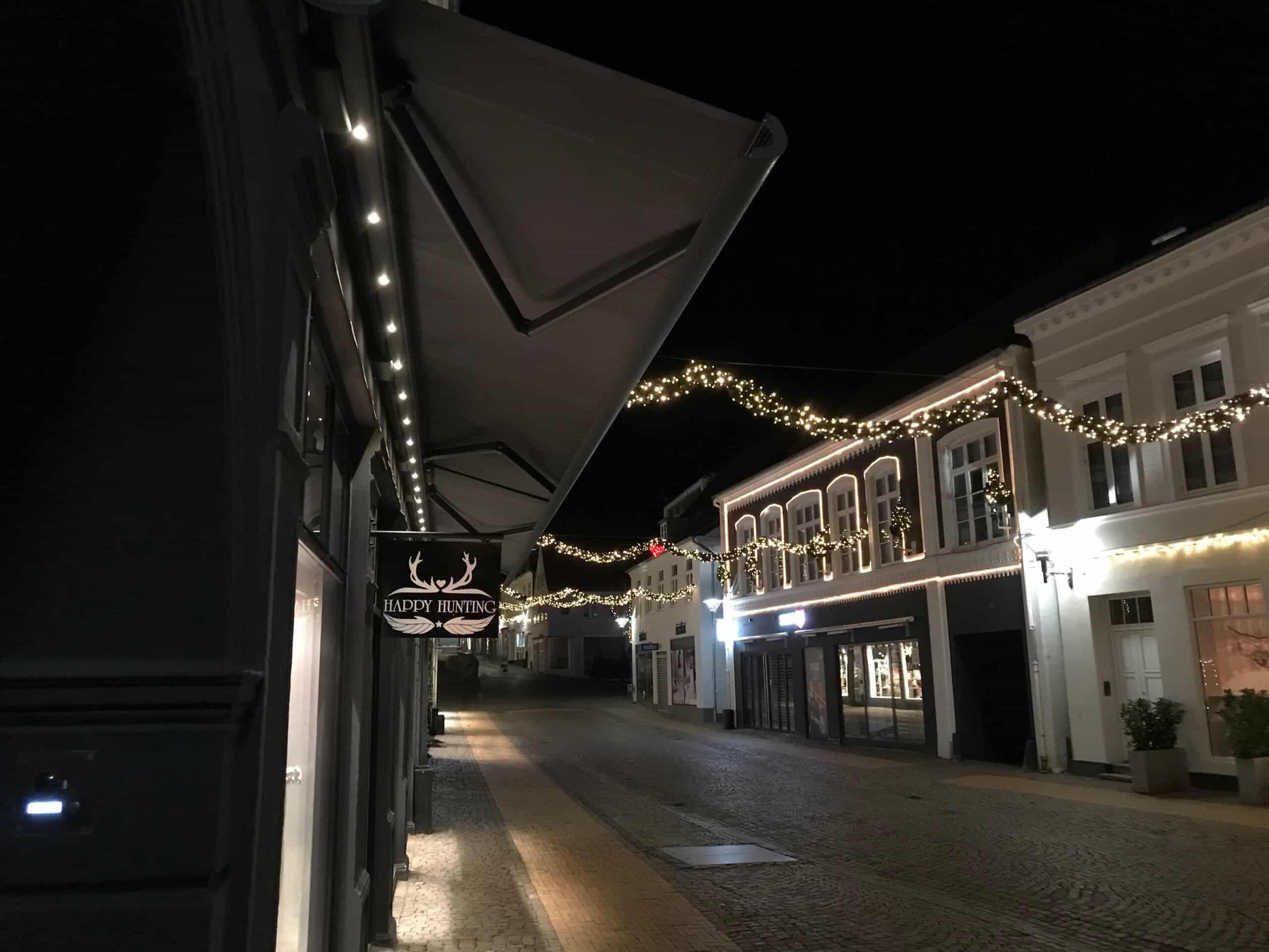 butiksmarkise med LED-belysning