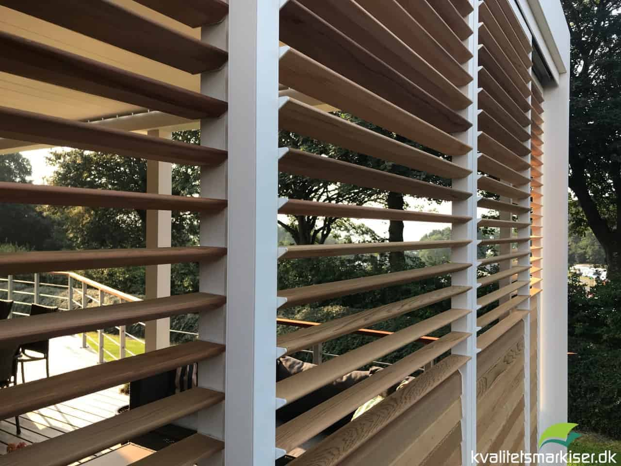 Renson Camargue terrasseoverdækningmed Loggia Skodder med trælameller