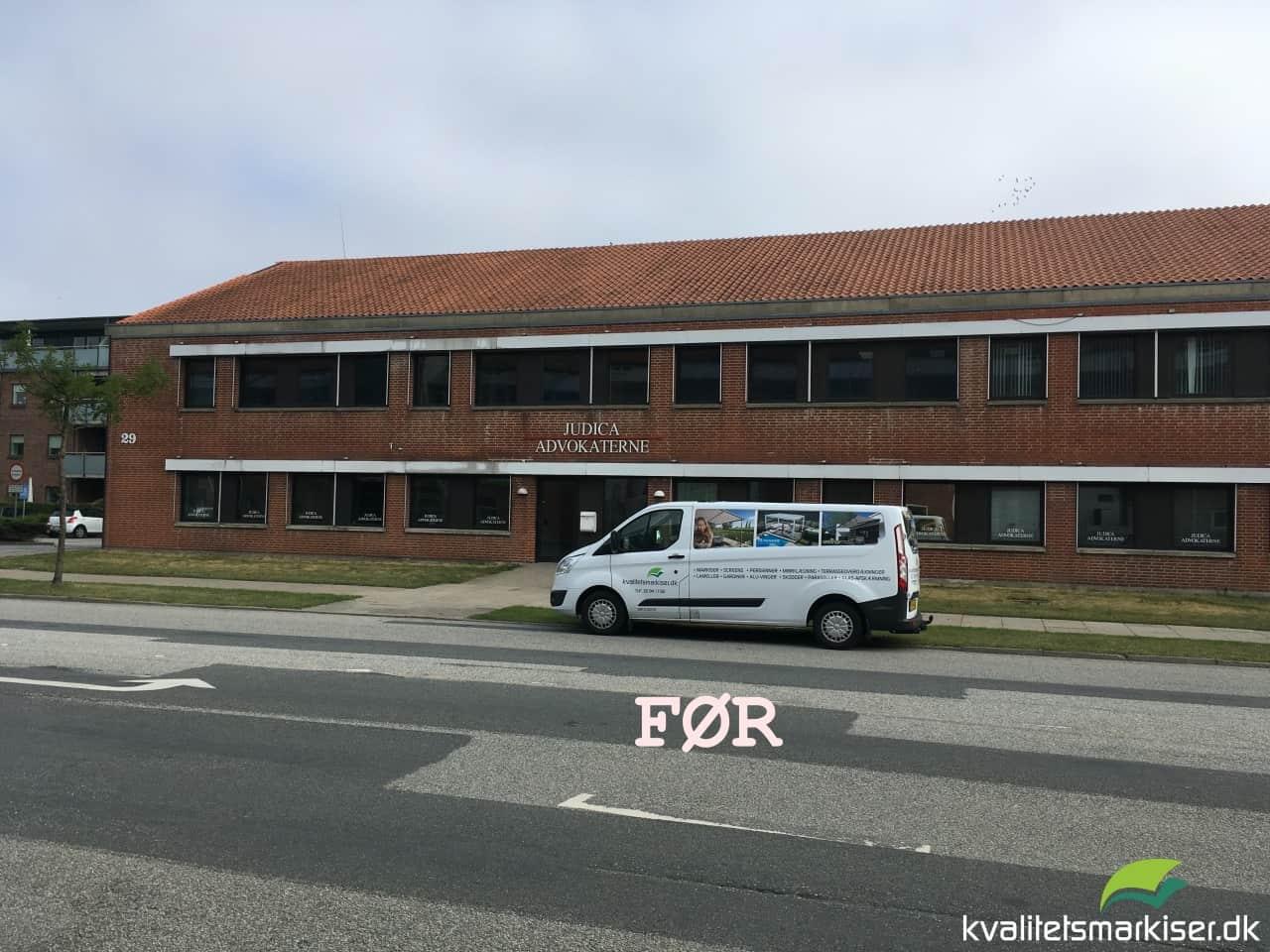 Udvendigt monterede Renson Fixscreen 100 på kontorbygning i Aabenraa