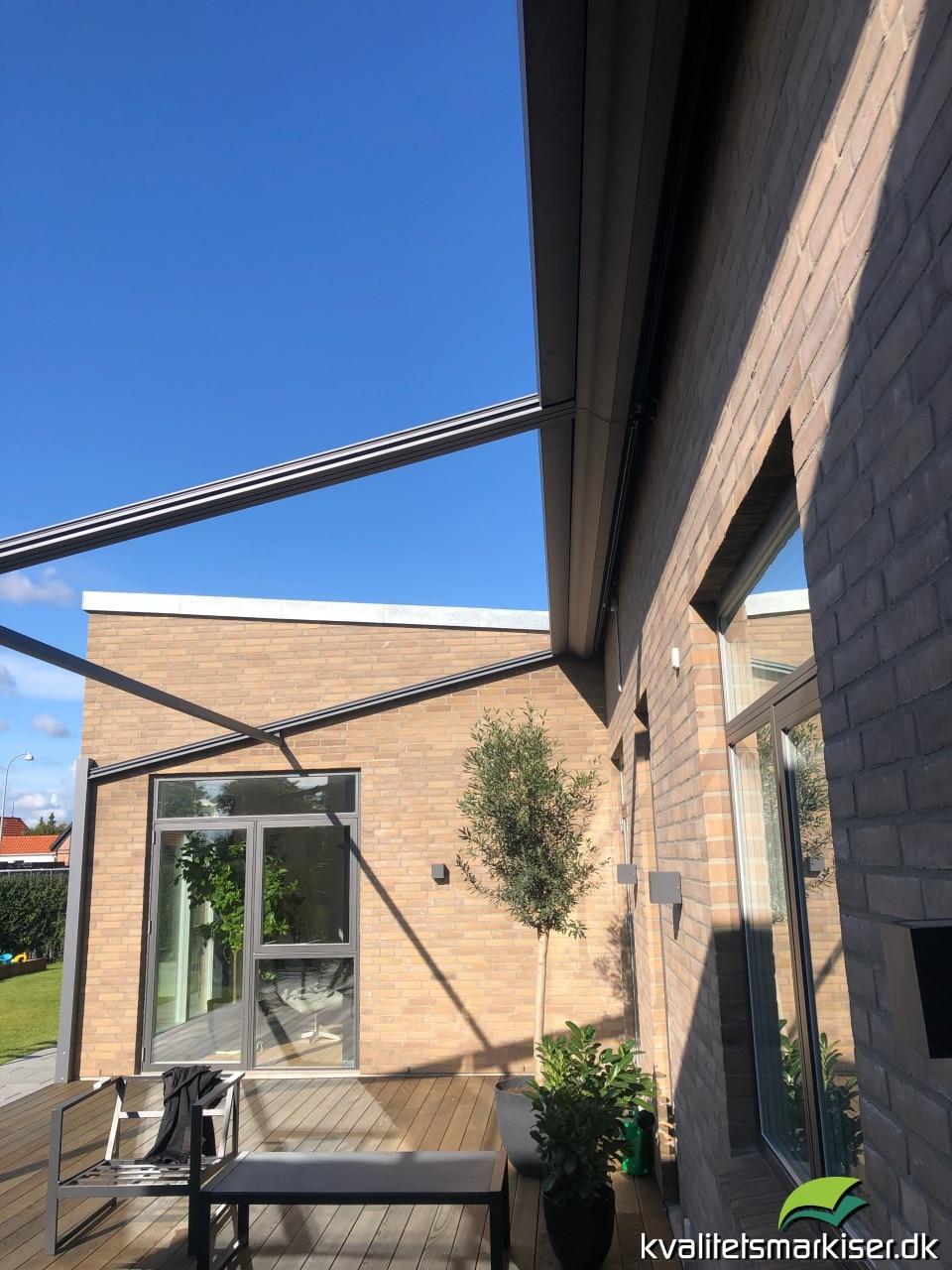 Renson Lapure pergolamarkise dobbelt monteret på privat hus i Hvidovre